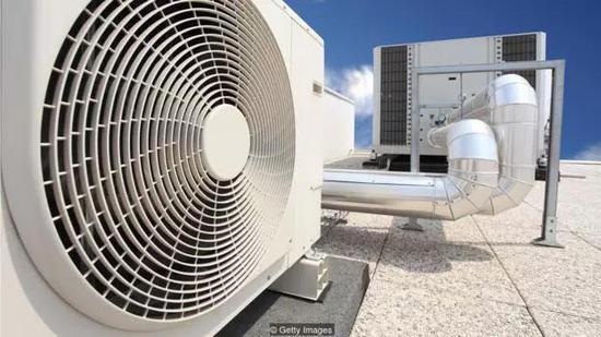 传统空调会向大气中排放温室气体,加剧全球变暖
