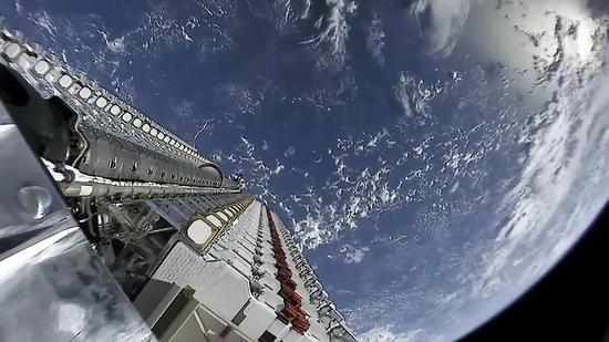 卫星进入太空后准备散开