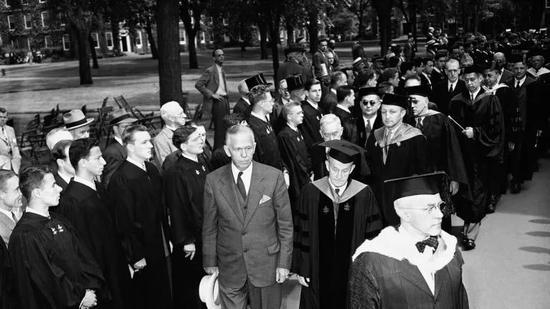 ▲1947年时任美国国务卿的乔治·马歇尔,图源:网络图片