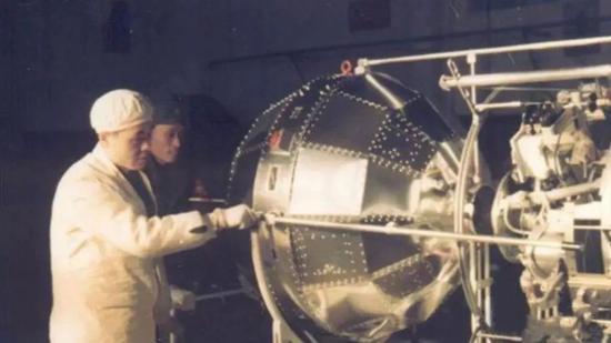 发射前的东方红1号,1970年