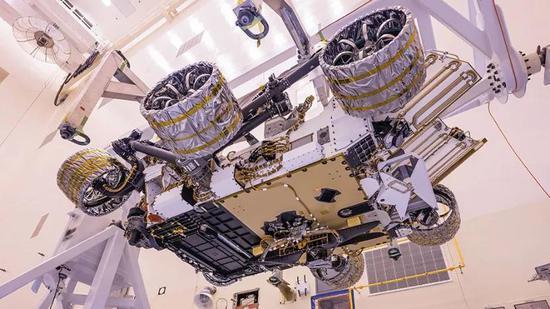 坚毅号火星车折叠起来的样子,图片来源:NASA