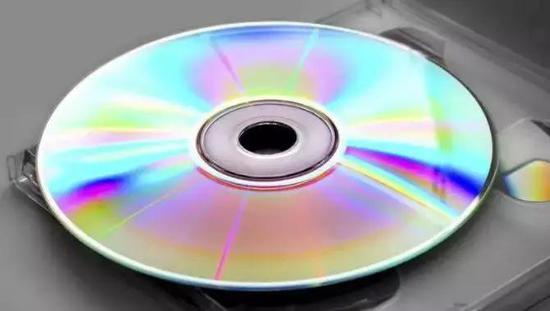 随着技术的发展,DVD 也逐渐被淘汰,我们迎来了流媒体时代。