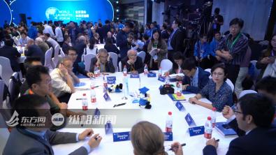 马约尔参加世界顶尖科学家青年论坛