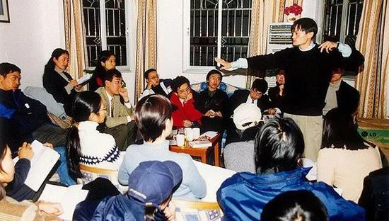 创办伊始的阿里巴巴,在马云的湖畔花园16幢1单元202室开会