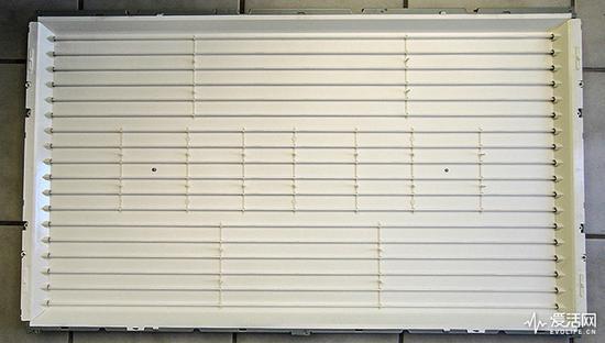 液晶电视所用的CCFL背光源,由多支CCFL灯管组成