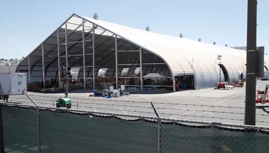 特斯拉产能飙升真相:马斯克睡工厂搭帐篷造车!