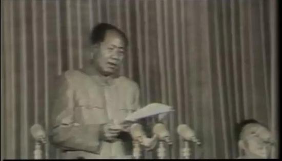 1958年6月21日毛泽东在军委扩大会议上发言 倡议搞原子弹(图片来源:央视网)