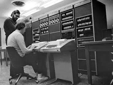 Ken Thompson和Dennis Ritchie