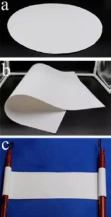 """新式""""耐火宣纸""""具有良益的软韧性,能够肆意卷弯,白度高,生物相容性益,制备过程环境友益"""