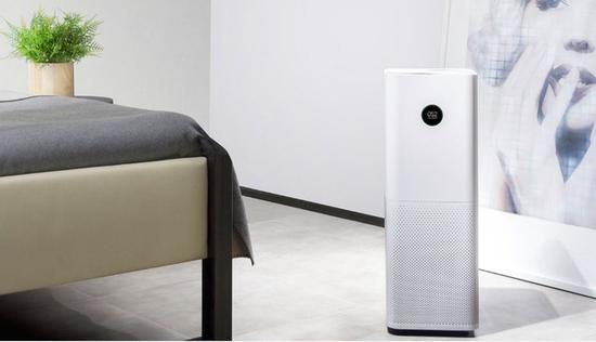 从原理上来看,空气净化器实际上充当了一个空气筛子的角色,空气通过滤网的过程中,有害物质被留下,用户最终得到纯净空气。