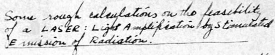 """1957年,古尔德在实验室笔记的第一页中定义了""""激光""""一词。  图片来源:AIP Emilio Segre Visual Archives"""