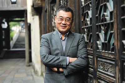 杨学成 北京邮电大学教授、网络教育学院副院长、中国人工智能学会理事。他认为,在未来互联网形态下,所有业务都是数据业务。新京报记者 吴江 摄