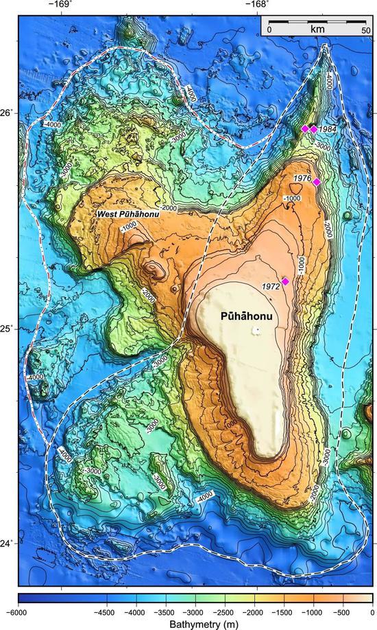 Pūhāhonu和西Pūhāhonu的等深线图,四个玫红色标记是1972年、1976年和1984年在Pūhāhonu进行挖掘的位置。(图源:sciencedirect.com)
