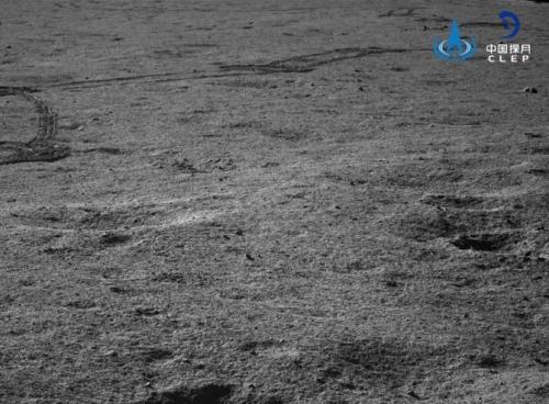 """嫦娥四号着陆器 """"玉兔二号""""巡视器工况正常 进入第六月夜"""