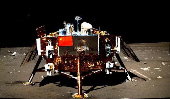"""""""玉兔""""月球车拍摄的软着陆的""""嫦娥三号"""""""