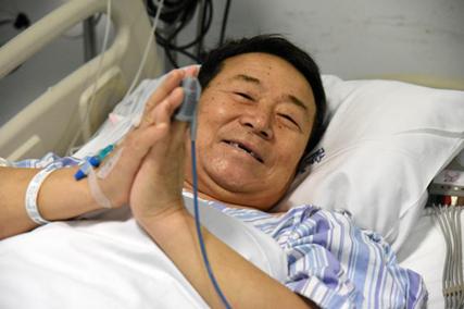 山东笏山金矿事故幸存者张某,在事故救援期间,是他写了两张纸条向井上救援人员传递消息。
