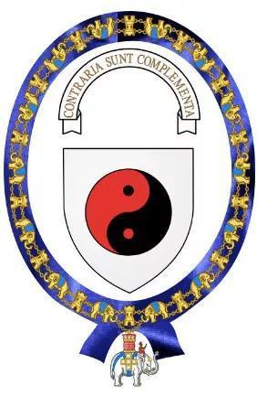 图4:在1947年获得丹麦最高荣誉OrderoftheElephant时,玻尔为自己设计的纹章。其主体采用了中国传统的太极图;上方写有拉丁文Contrariasunt Complementa,英译为OppositesareComplementary,汉译可为相反相成。