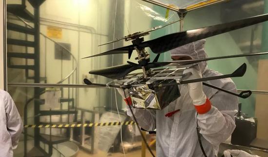 正在测试中的火星直升机,图片来源:NASA