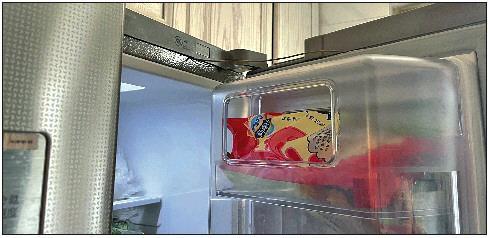 ◤电冰箱维修后无法正常打开门。