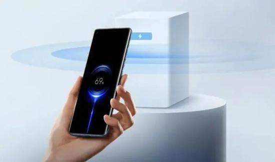 小米发布隔空充电技术。图片来源:小米集团