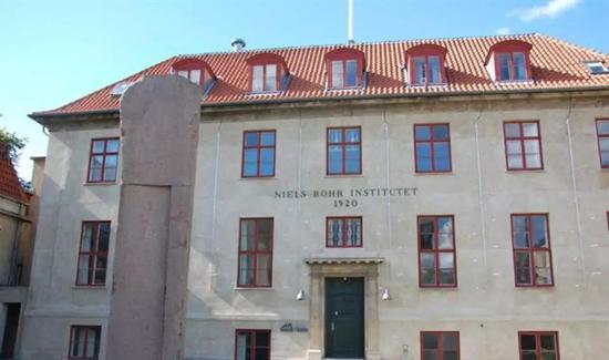 哥本哈根大学Niels Bohr理论物理钻研所 | Wikimedia commons