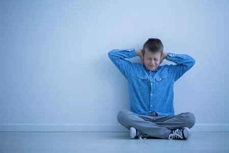 ▲据估计,中国自闭症患者已超过1000万,其中14岁以上儿童患者超过200万(图片来源:123RF)