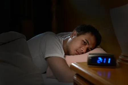 压力好大,睡不着……新研究揭示,后果可能比你原以为得更严重