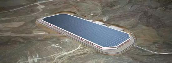 (上图为特斯拉在内华达州的工厂,目前世界最先进的汽车工厂。整个厂房就在一个大屋顶下面,屋顶上都是太阳能电池。)