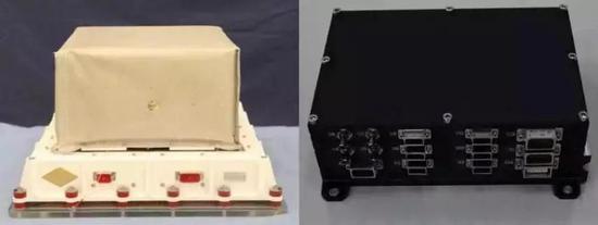 """""""天极""""望远镜实物图。左:偏振探测仪 右:电控箱"""
