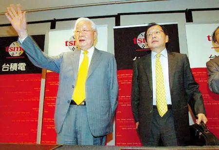 张忠谋现场宣布撤掉蔡力行CEO职位 图片来源:商业周刊