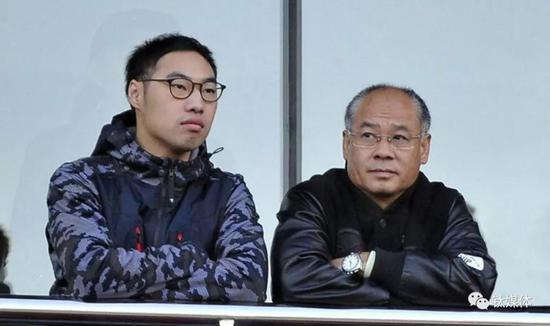 李麒麟(左)与李宁(右)