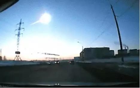 """当地俄罗斯人行车记录仪拍摄的""""小行星袭击""""画面"""