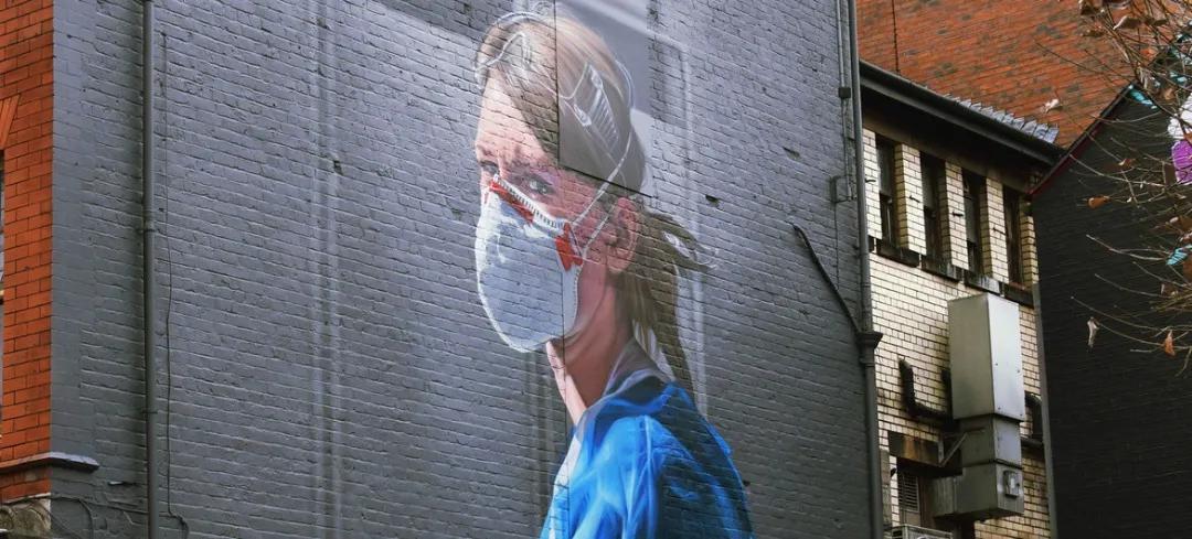 英国曼彻斯特的一幅壁画描绘的一位护士Unsplash/Matthew Waring