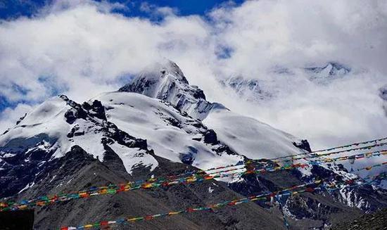夏尔巴人诺布曾7次登上峰顶。他说最危险的部分往往是下山。