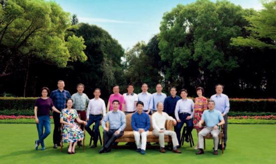 华为公司董事会从2011年最先维持在17人。既包括营业线上的主干,也包括职能平台中关键性的财务、人力和品牌负责人。这家公司而今站在一个历史高点,也面临下一个关口。(华为官网)