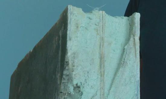 ▲ 构成住宅墙壁和屋顶的定制板块。 图片来自:Brett Ruskin / CBC