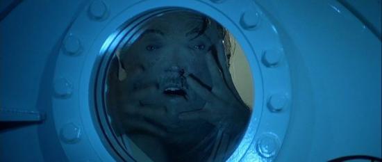 电影《Licence To Kill (1989)》中描述了瞬间减压的夸张死法