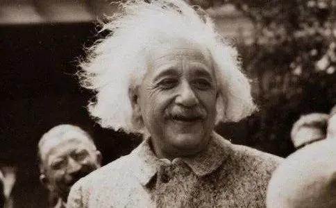 给爱因斯坦做尸检的那个人,偷走他的大脑并私藏了43年