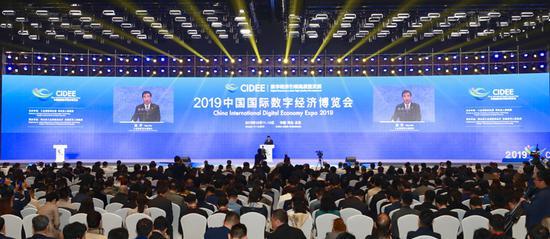 苗圩:新一轮科技革命和产业变革实现推动传统产业转...