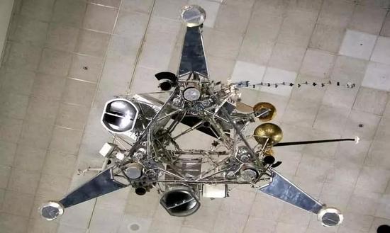 上个世纪美国的月球勘察者着陆器的设计。