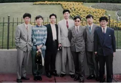 图注:1994年访问美国,左起刘启武、李一男、杨汉超、徐文伟、郑宝用、黎健、毛生江