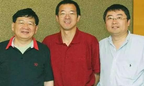 图:王强、俞敏洪、徐小平早年合影