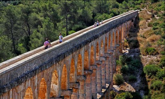 """西班牙塔拉戈纳的""""魔鬼桥""""  RAFAEL LÓPEZ-MONNÉ"""