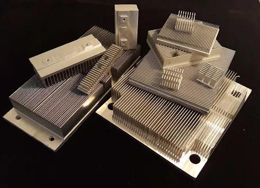 在散热界,铝也是便宜大碗称霸一方的角色