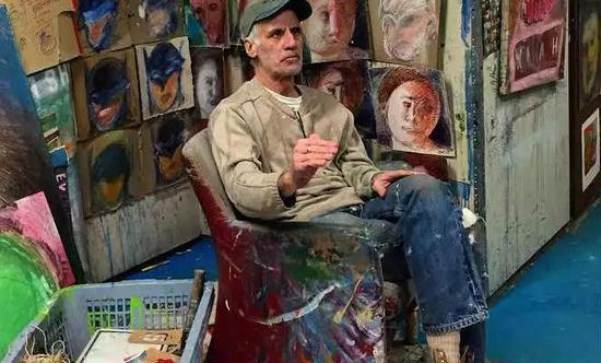 中风后的萨金和他的画作。图源:Tacy Cresson