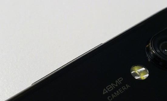 搭载4800万像素摄像头的红米手机