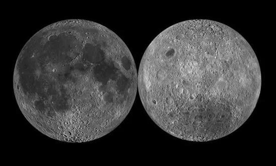 """月球的正面(左)和背面(右)图,能够望出,月球背面的陨石坑清晰众于月球正面,所以,月球能够说为了地球的安危""""挨了""""不少的陨石撞击。"""