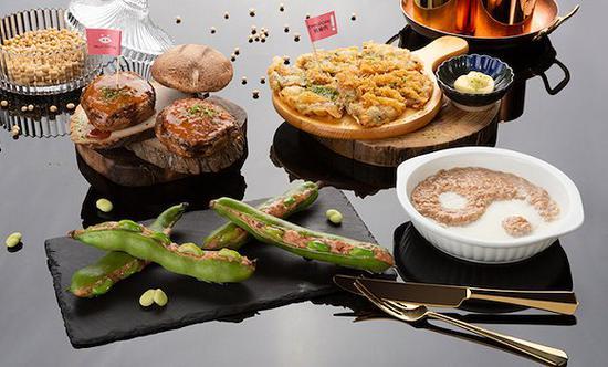 以Omnipork为原料开发的菜品。