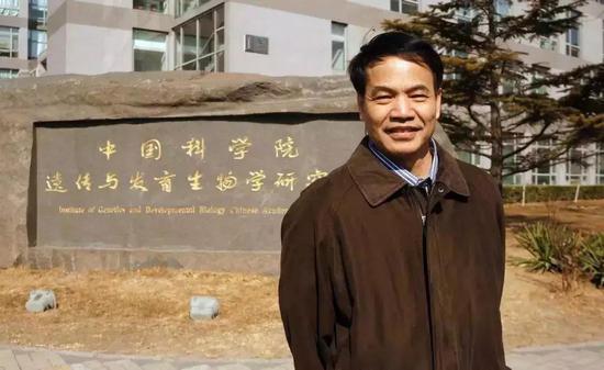 华人生物学家李晓江教授实验室突遭美国关闭