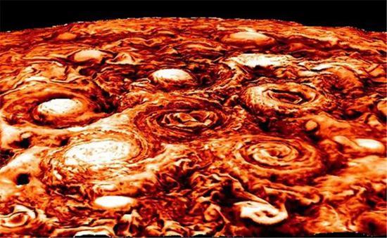朱诺号近红外波段数据展现的木星南极区域的气旋分布。颜色越深外示温度越低(云越众)。来源:NASA